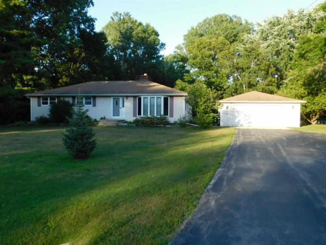 3050 Birch Road, Suamico, WI 54173 (#50188007) :: Todd Wiese Homeselling System, Inc.