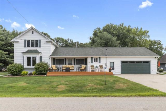 8891 S Wolf River Road, Fremont, WI 54940 (#50189058) :: Dallaire Realty