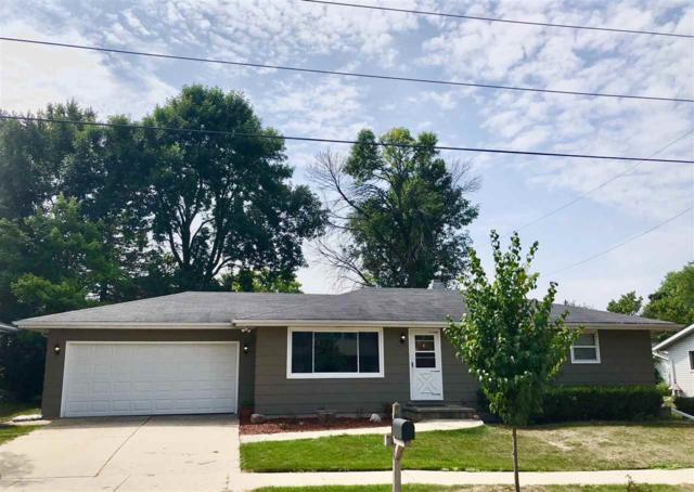 1515 W Pershing Street, Appleton, WI 54914 (#50189976) :: Dallaire Realty