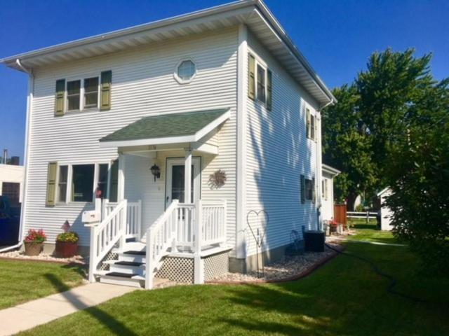 315 Broadway Street, Berlin, WI 54923 (#50190391) :: Dallaire Realty