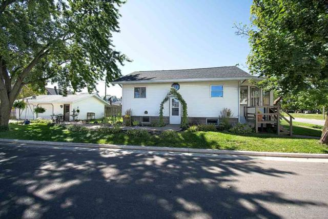 520 E Cook Street, New London, WI 54961 (#50191451) :: Dallaire Realty