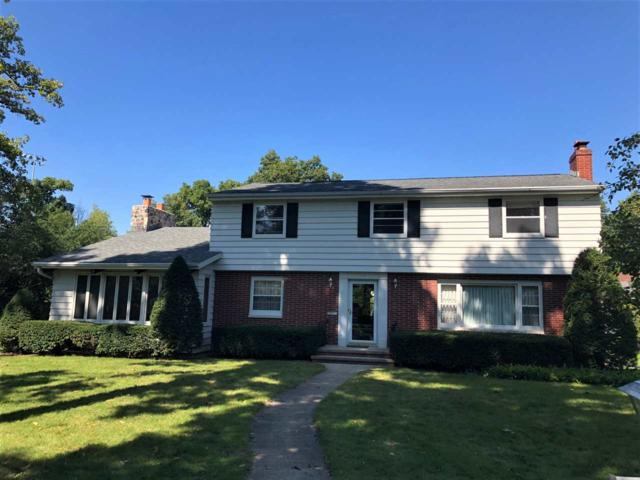 10 Hycrest Court, Appleton, WI 54914 (#50191680) :: Dallaire Realty