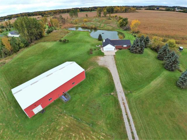 W3593 Center Valley Road, Appleton, WI 54913 (#50192675) :: Dallaire Realty