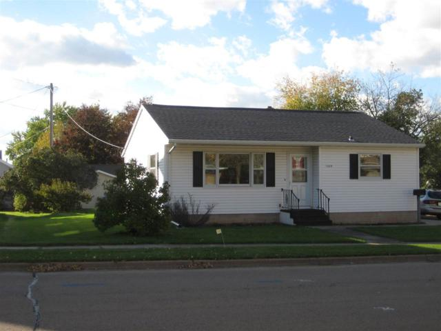 1009 S Pearl Street, New London, WI 54961 (#50193507) :: Dallaire Realty