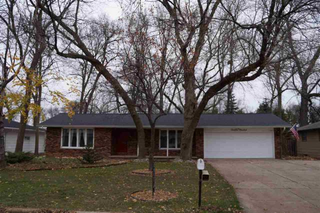 1300 Valley View Road, Green Bay, WI 54304 (#50194497) :: Todd Wiese Homeselling System, Inc.