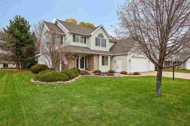W2596 Oakmeadow Court, Appleton, WI 54915 (#50194569) :: Todd Wiese Homeselling System, Inc.
