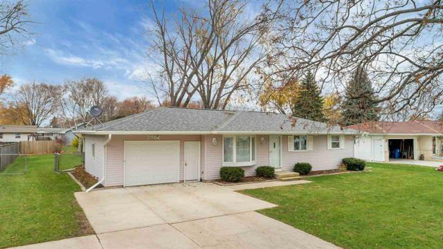 2062 S Ridge Road, Green Bay, WI 54304 (#50194732) :: Todd Wiese Homeselling System, Inc.