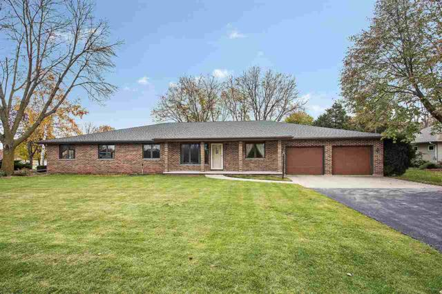 2330 Meadow Park Drive, Green Bay, WI 54311 (#50194923) :: Todd Wiese Homeselling System, Inc.