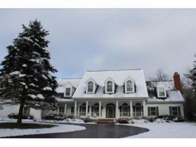 3196 Shady Lane, Suamico, WI 54313 (#50196667) :: Todd Wiese Homeselling System, Inc.