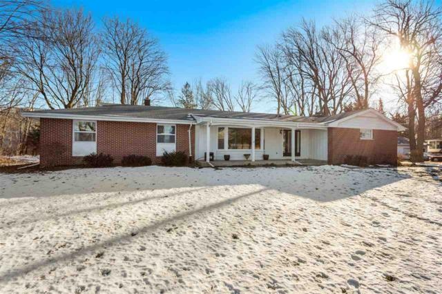 2228 N Olde Casaloma Drive, Appleton, WI 54913 (#50196768) :: Todd Wiese Homeselling System, Inc.