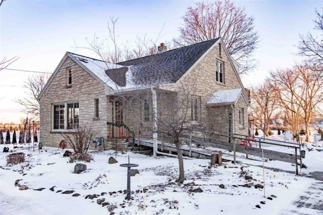 1480 Oakridge Road, Neenah, WI 54956 (#50197633) :: Dallaire Realty