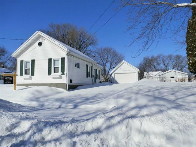 821 Oviatt Street, Kaukauna, WI 54130 (#50197904) :: Todd Wiese Homeselling System, Inc.