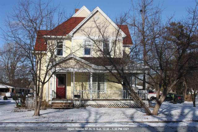 207 W Pearl Street, Seymour, WI 54165 (#50197958) :: Dallaire Realty