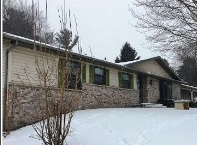 8325 Pine Cone Circle, Larsen, WI 54947 (#50198106) :: Todd Wiese Homeselling System, Inc.