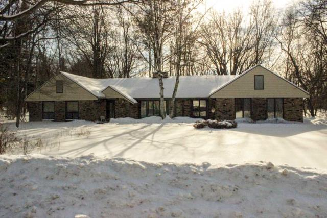 4417 Indian Trail, Green Bay, WI 54313 (#50198139) :: Todd Wiese Homeselling System, Inc.