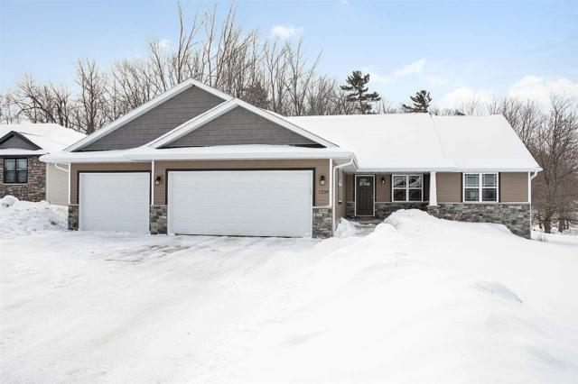 3339 Shawano Avenue, Green Bay, WI 54313 (#50198564) :: Todd Wiese Homeselling System, Inc.