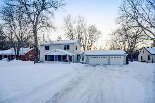 1011 S Ridge Lane, Appleton, WI 54914 (#50198926) :: Todd Wiese Homeselling System, Inc.