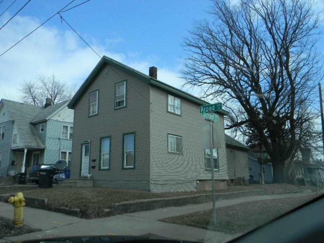 332 Broad Street, Oshkosh, WI 54901 (#50199423) :: Todd Wiese Homeselling System, Inc.