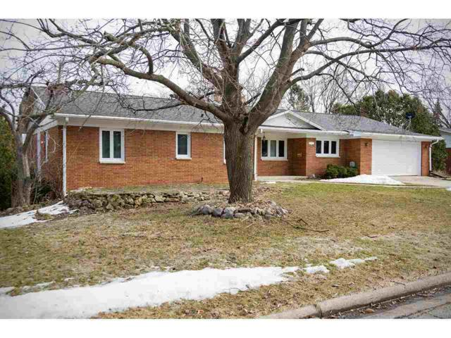 3225 Delahaut Street, Green Bay, WI 54301 (#50199529) :: Dallaire Realty