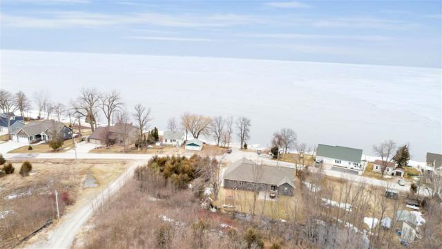 4742 Edgewater Beach Road, Green Bay, WI 54311 (#50200056) :: Todd Wiese Homeselling System, Inc.