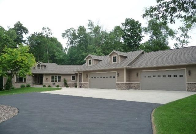 N5381 Thomaswood Court, Fond Du Lac, WI 54937 (#50200304) :: Dallaire Realty