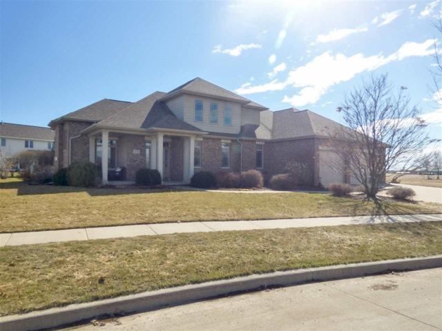 201 E Wentworth Lane, Appleton, WI 54913 (#50200566) :: Todd Wiese Homeselling System, Inc.
