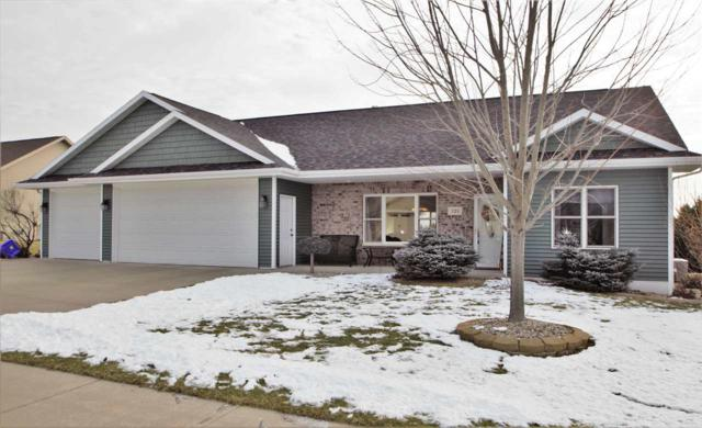 121 Sunny Meadows Drive, Kaukauna, WI 54130 (#50200605) :: Todd Wiese Homeselling System, Inc.