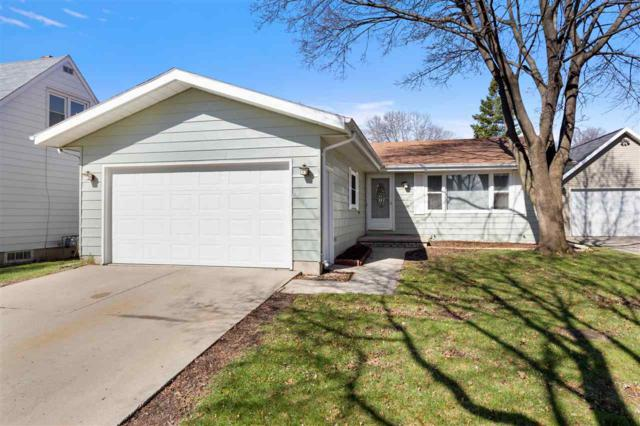 2301 N Superior Street, Appleton, WI 54911 (#50201417) :: Dallaire Realty