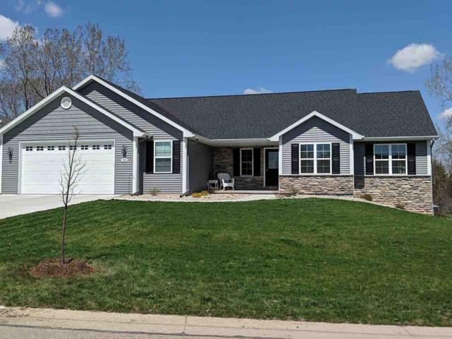 W7168 Fox Hollow Lane, Greenville, WI 54942 (#50202936) :: Dallaire Realty