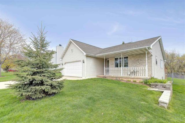 1346 Hillcrest Heights, Green Bay, WI 54313 (#50203200) :: Todd Wiese Homeselling System, Inc.