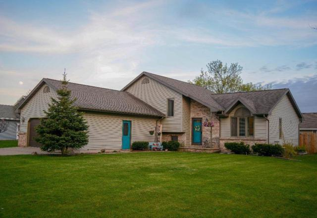 737 Woodsview Lane, Kimberly, WI 54136 (#50203258) :: Todd Wiese Homeselling System, Inc.