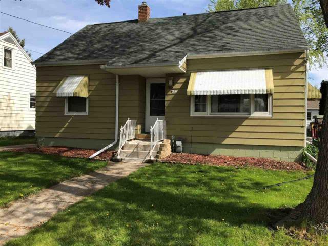 432 W 8TH Avenue, Oshkosh, WI 54902 (#50203470) :: Todd Wiese Homeselling System, Inc.