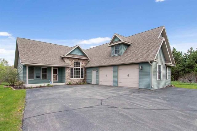 1021 Tanglewood Drive, Little Suamico, WI 54141 (#50203478) :: Todd Wiese Homeselling System, Inc.