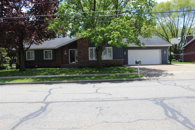 945 Nicolet Avenue, Oshkosh, WI 54901 (#50203513) :: Todd Wiese Homeselling System, Inc.