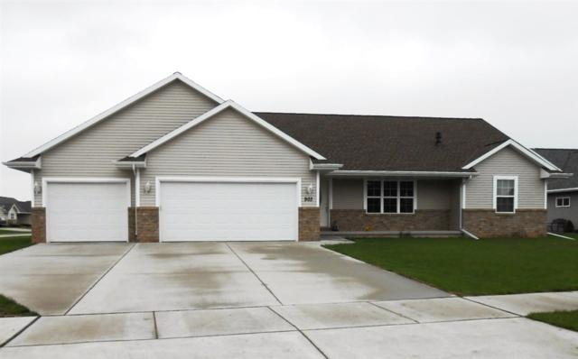 903 Diversity Drive, De Pere, WI 54115 (#50203517) :: Todd Wiese Homeselling System, Inc.