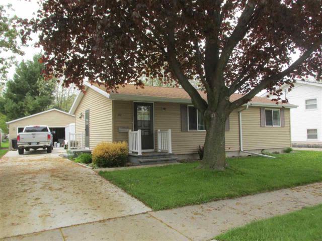 207 S Arlington Street, Appleton, WI 54915 (#50203521) :: Todd Wiese Homeselling System, Inc.