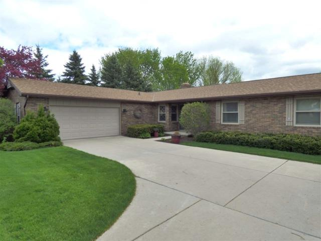 111 Crestview Lane, De Pere, WI 54115 (#50203592) :: Todd Wiese Homeselling System, Inc.