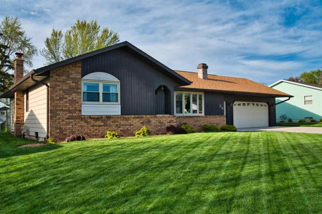 26 Hillock Court, Appleton, WI 54914 (#50203596) :: Todd Wiese Homeselling System, Inc.