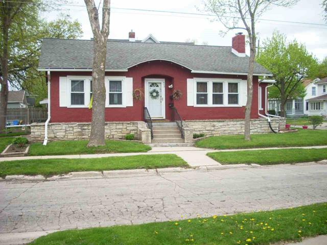 948 School Place, Green Bay, WI 54303 (#50203942) :: Symes Realty, LLC