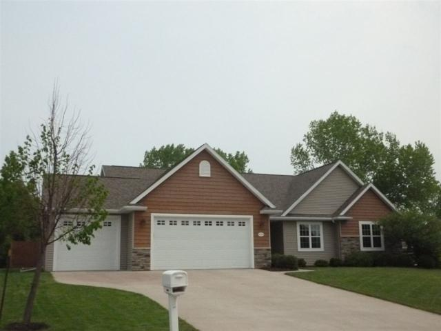 W7182 Fox Hollow Lane, Greenville, WI 54952 (#50204046) :: Todd Wiese Homeselling System, Inc.