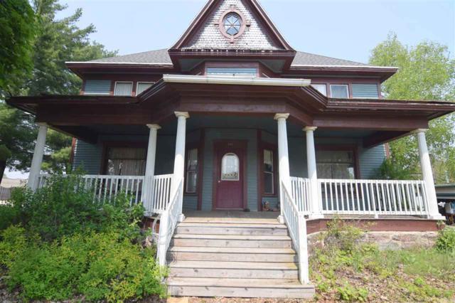 202 E Garfield Avenue, Marion, WI 54950 (#50204308) :: Dallaire Realty
