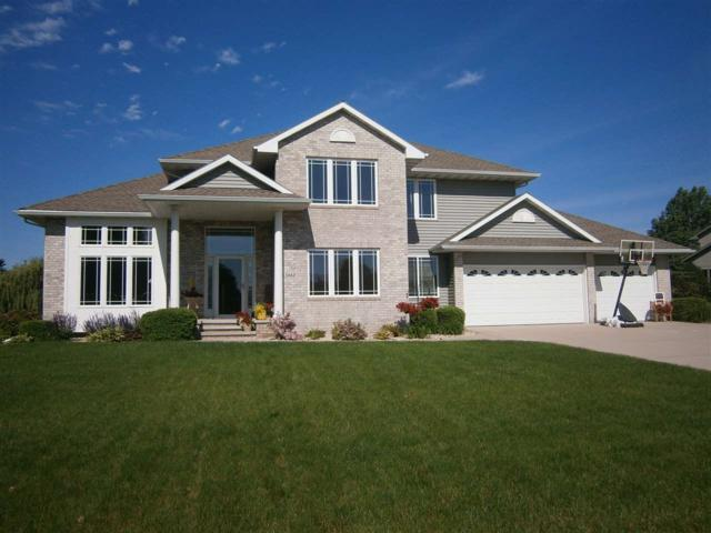 5883 Pointe West Drive, Winneconne, WI 54986 (#50205722) :: Todd Wiese Homeselling System, Inc.