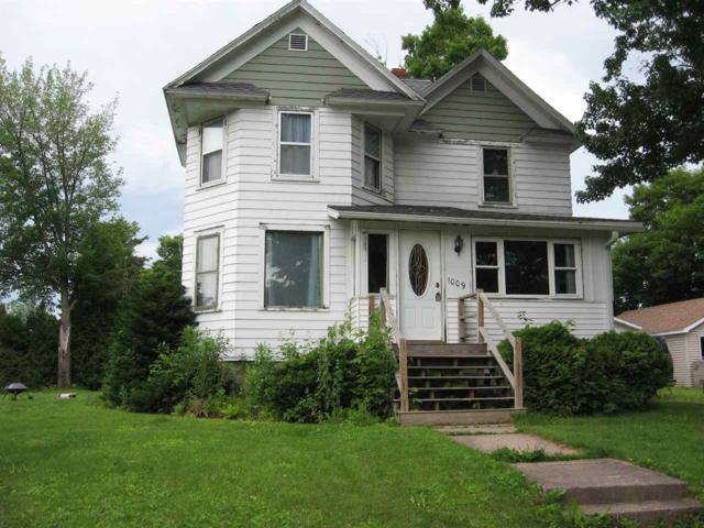1009 Fischer Street, Gresham, WI 54128 (#50206079) :: Todd Wiese Homeselling System, Inc.