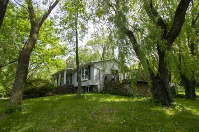 594 Rocky Lane, Luxemburg, WI 54217 (#50206120) :: Dallaire Realty