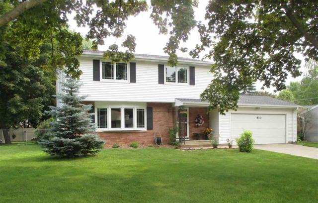 910 Myrtle Lane, Green Bay, WI 54304 (#50206485) :: Todd Wiese Homeselling System, Inc.