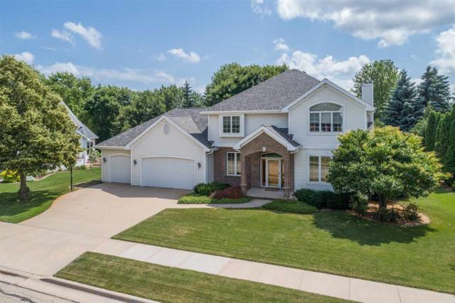 689 Yorkshire Road, Neenah, WI 54956 (#50207088) :: Todd Wiese Homeselling System, Inc.