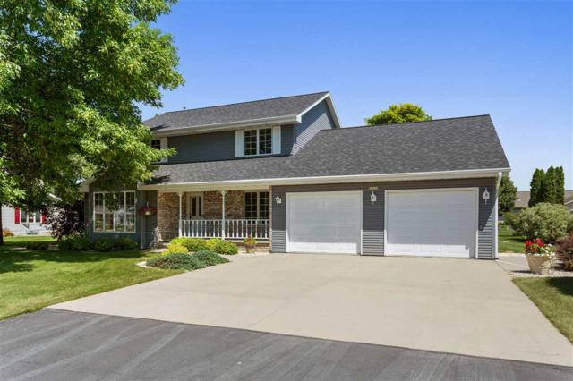 N9636 Gina Drive, Appleton, WI 54915 (#50207123) :: Dallaire Realty