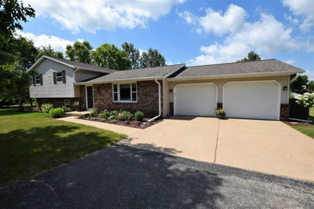 2515 Country Meadow Court, Suamico, WI 54313 (#50207889) :: Dallaire Realty