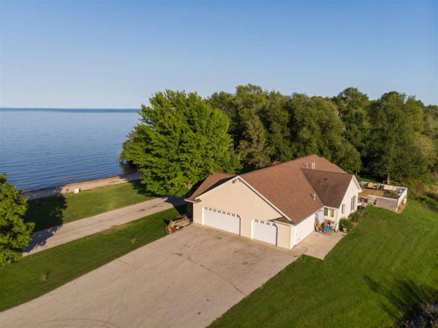 6425 N Bayshore Road, Oconto, WI 54153 (#50208248) :: Todd Wiese Homeselling System, Inc.
