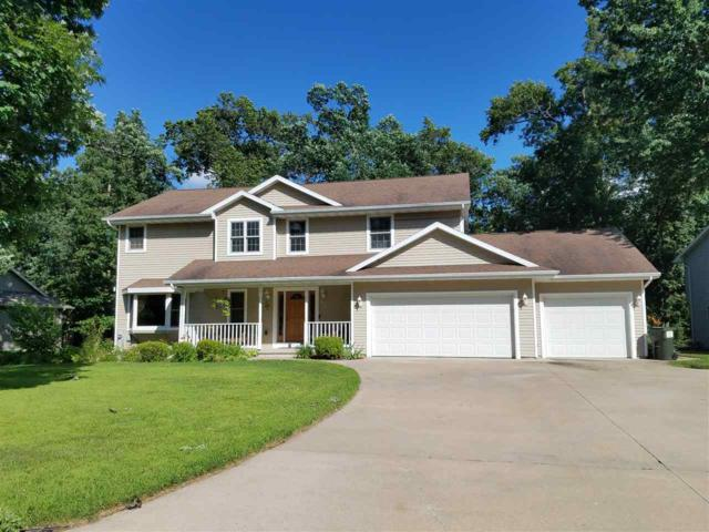 805 Woodland Circle, Waupaca, WI 54981 (#50208250) :: Dallaire Realty